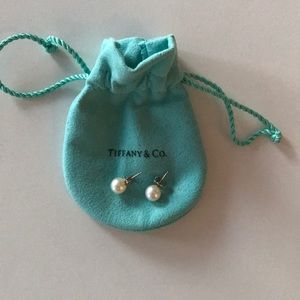 TIFFANY PEARL EARRINGS